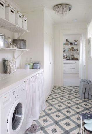 buanderie-blanche-avec-carreaux-de-ciment_5774831